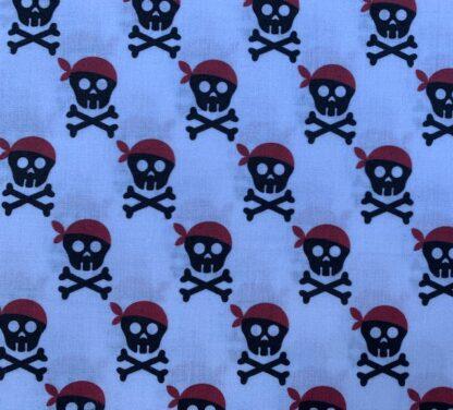 Tela algodón calaveras piratas